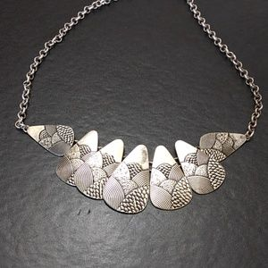 Silver tone textured necklace